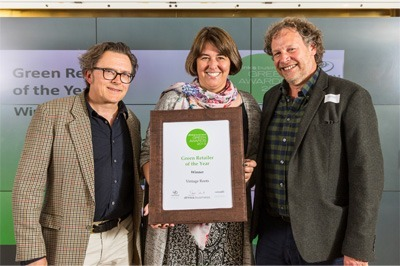 Neil-and-Lance-collecting-Green-Retailer-of-the-year